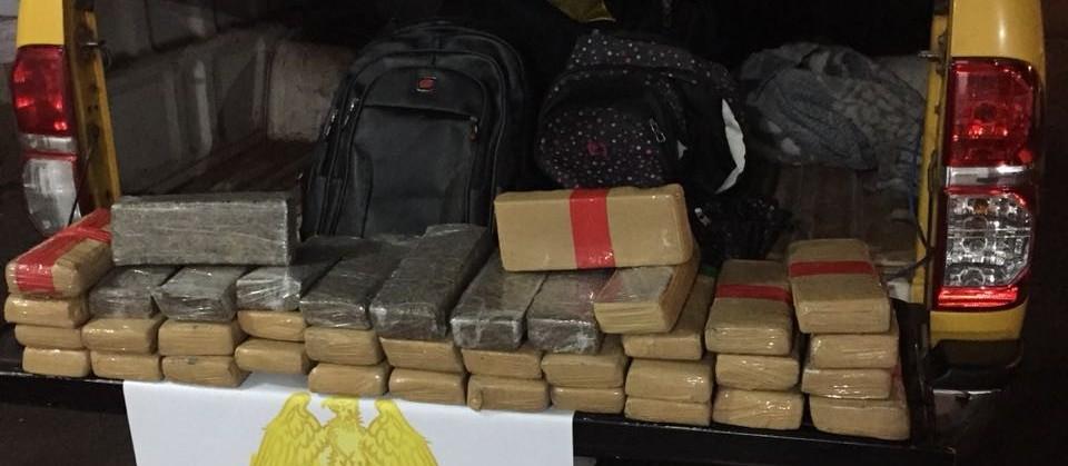 Duas mulheres são presas com 30 kg de maconha em ônibus