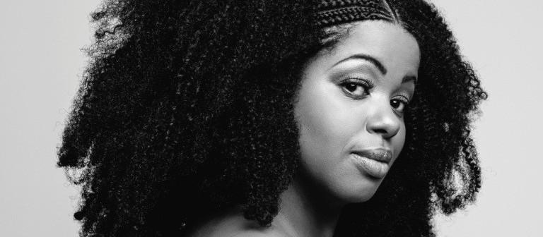 """""""A música negra sempre esteve em alta, só que era invisibilizada"""", diz Janine Mathias"""