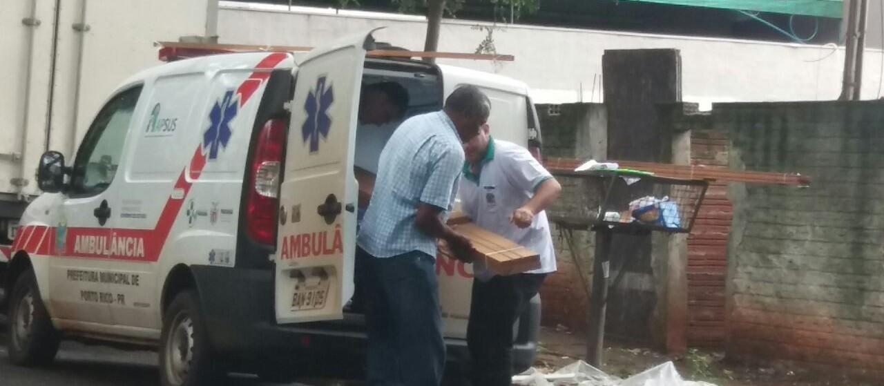 Ouvinte flagra ambulância de Porto Rico sendo utilizada para transportar batente de porta