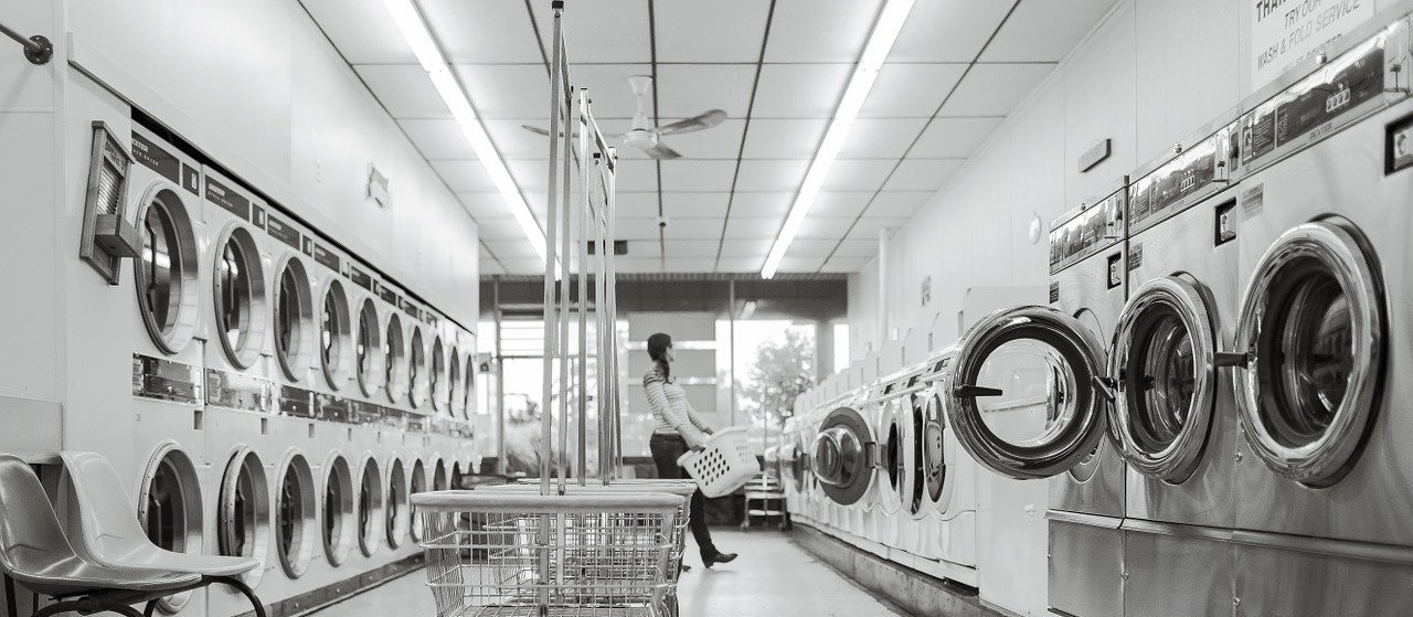 Período de chuva aumenta em até 40% a procura por lavanderias em Maringá
