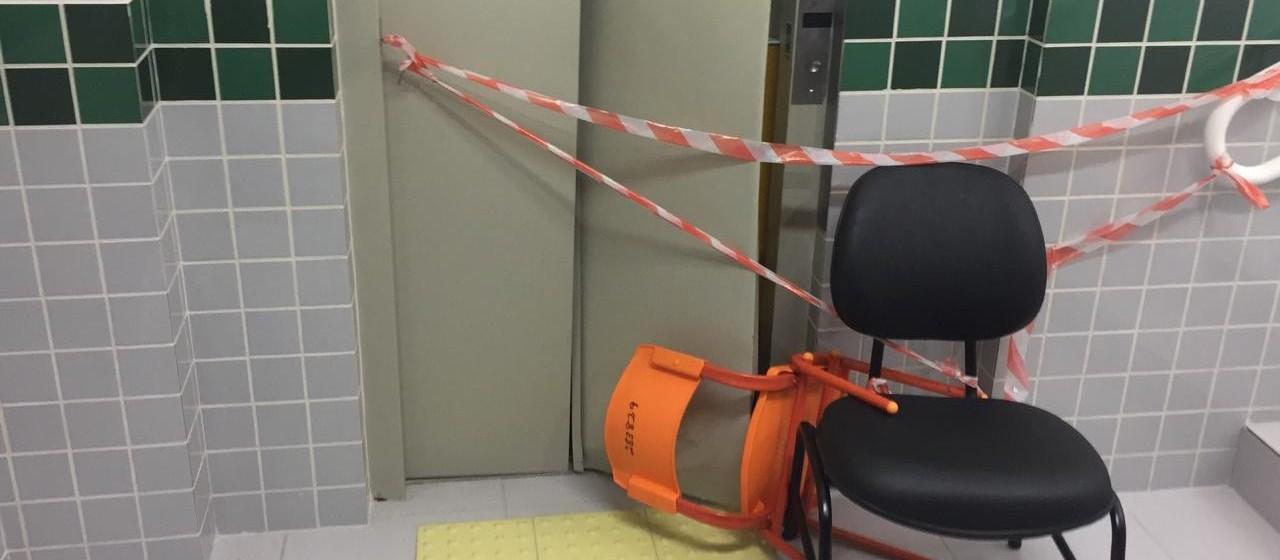 Crianças e professoras ficam presas em elevador de Cmei, em Maringá