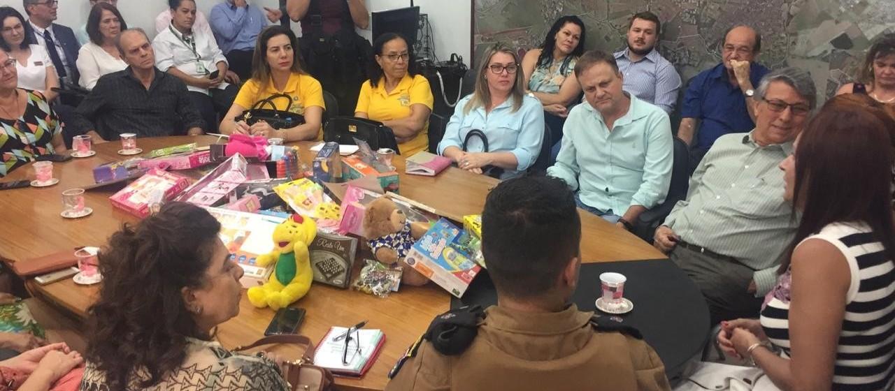 Campanha quer arrecadar 10 mil brinquedos para doar no Natal