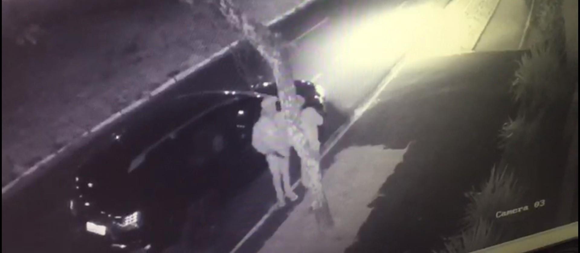 Polícia prende suspeitos de roubar caminhonete e agredir motorista