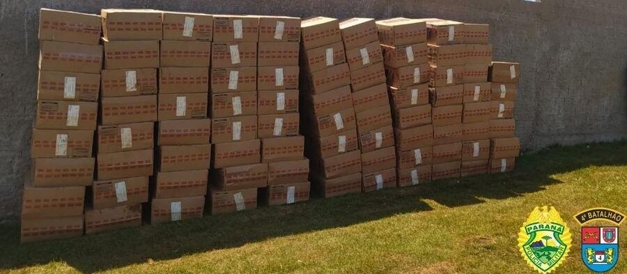 Dupla é presa com 5,1 mil pacotes de cigarros contrabandeados na região