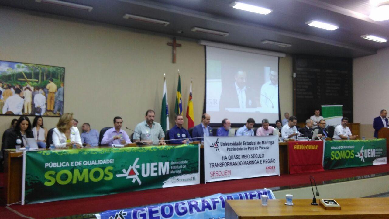 Audiência debate situação atual da UEM