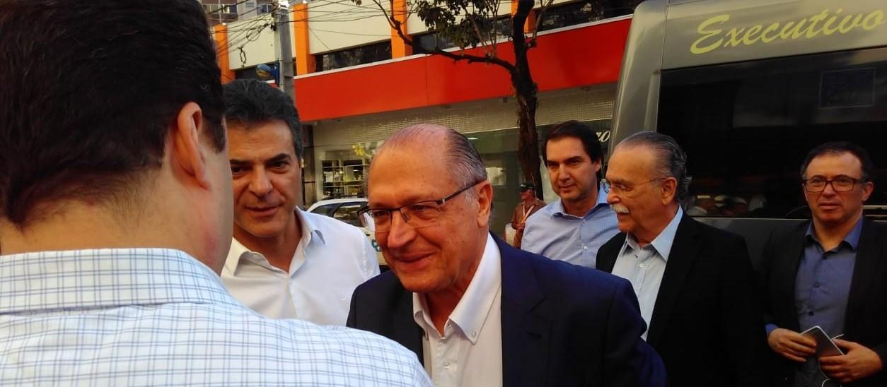 Em Maringá, Geraldo Alckmin chama governo Temer de fraco e apresenta propostas de segurança pública para atrair eleitores de Bolsonaro (PSL)