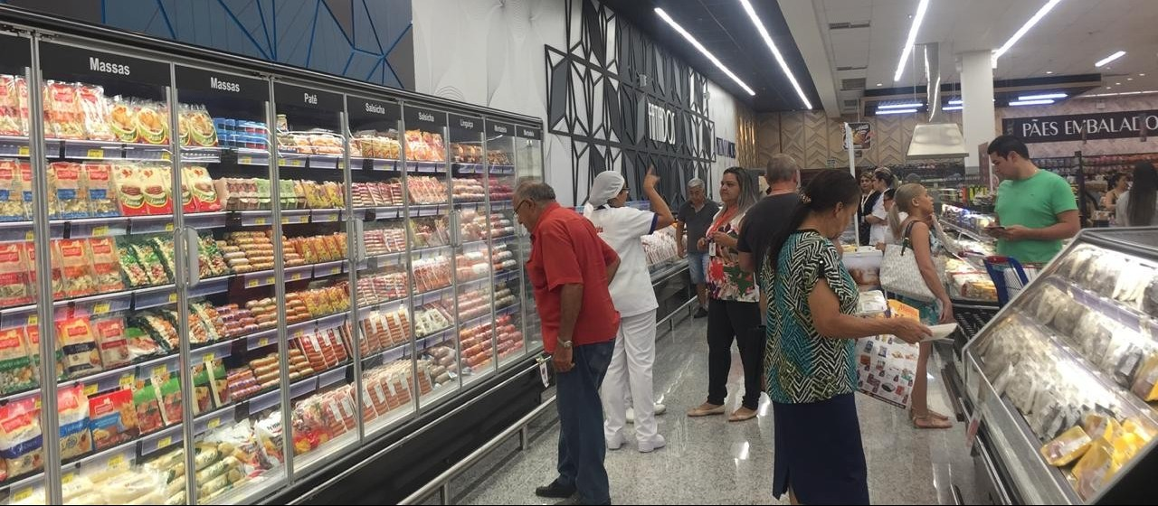 Apostando na retomada da economia, rede de supermercados abre nova loja em Maringá