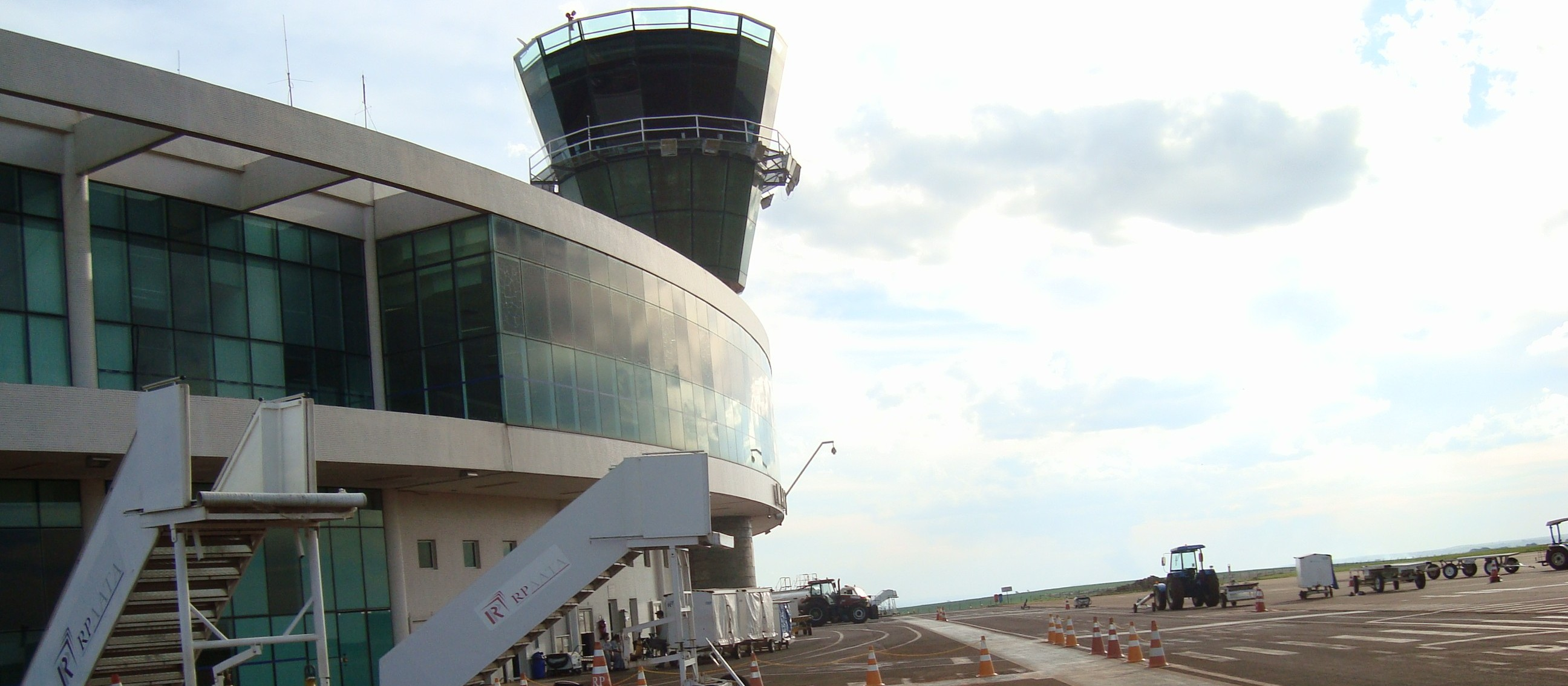 Pistas do aeroporto de Maringá passam por manutenção preventiva
