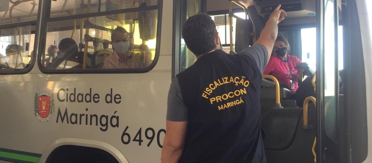 Procon conta passageiros em ônibus para conferir cumprimento de decreto