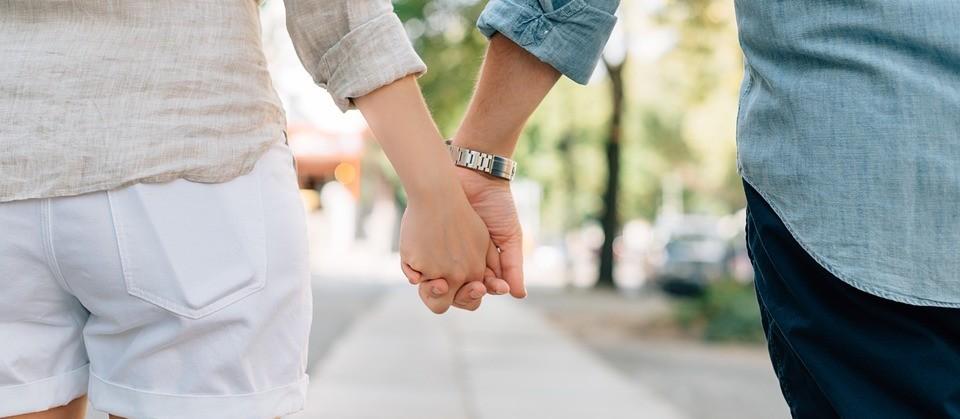 'É necessário tempo para dar sustância ao relacionamento'