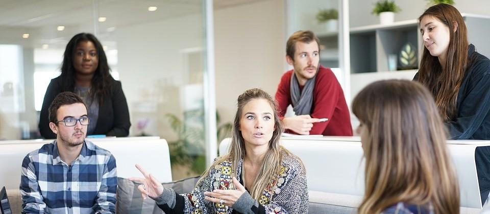 Participe das reuniões mesmo que se sinta desconfortável