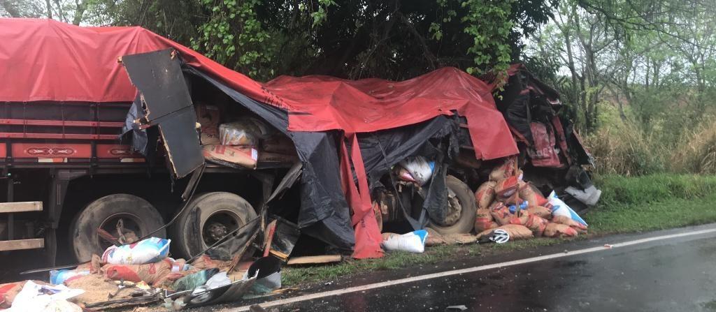 Acidente entre dois caminhões deixa três mortos na região de Colorado