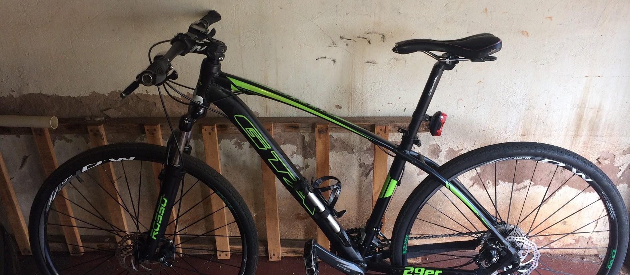 Polícia investiga roubo de bicicleta cometido por pelo menos 10 pessoas