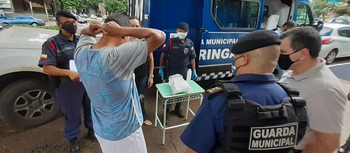 Homem é multado em R$ 1 mil por caminhar sem máscara no Parque do Ingá