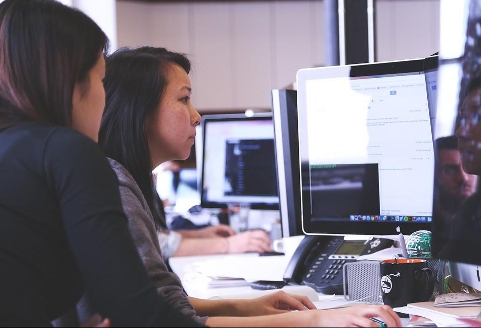 Mulheres recebem 84% do salário do homem