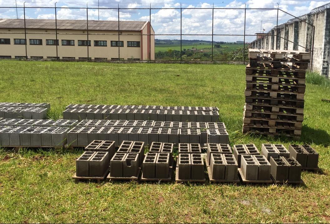 Cerca de 10 mil presos continuam em delegacias no Paraná