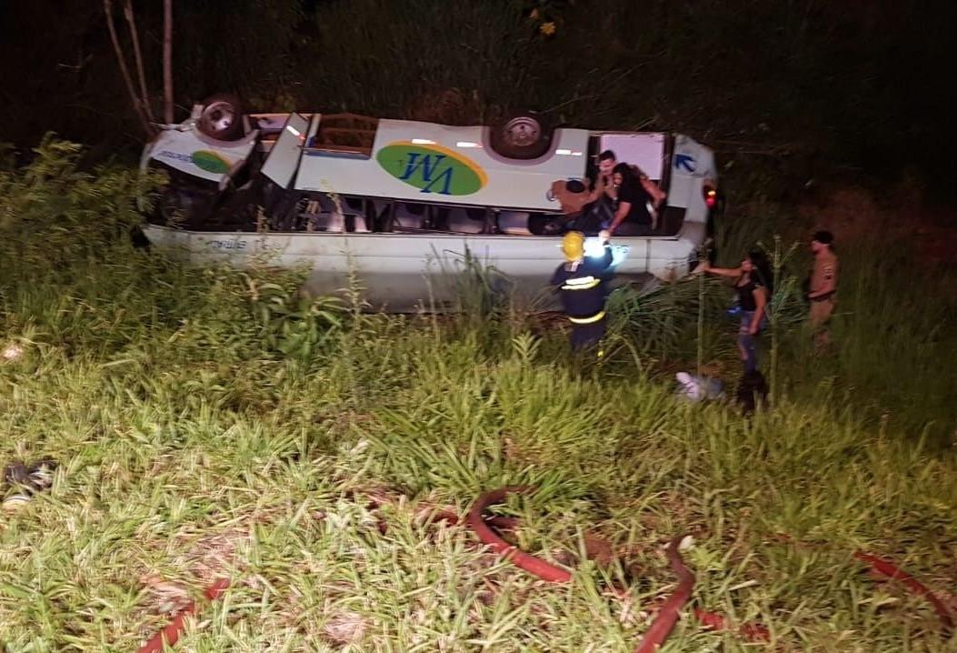 Acidente com ônibus em Campo Mourão deixou 2 mortos e 27 feridos