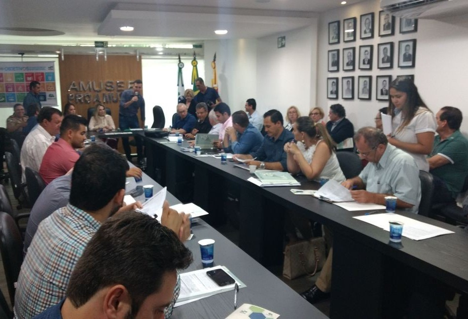 Resíduos sólidos e recursos hídricos são os principais problemas ambientais no Paraná