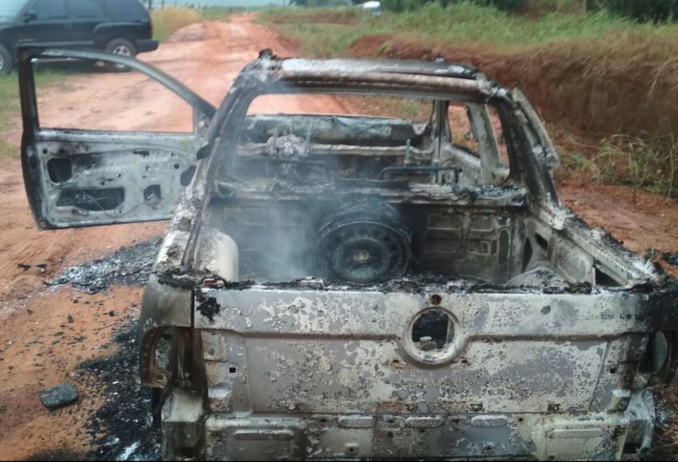Caminhonete é encontrada incendiada em Altônia com dois corpos carbonizados