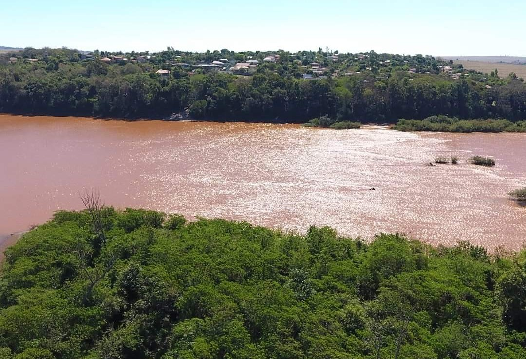 Rio Ivaí está um metro acima do normal