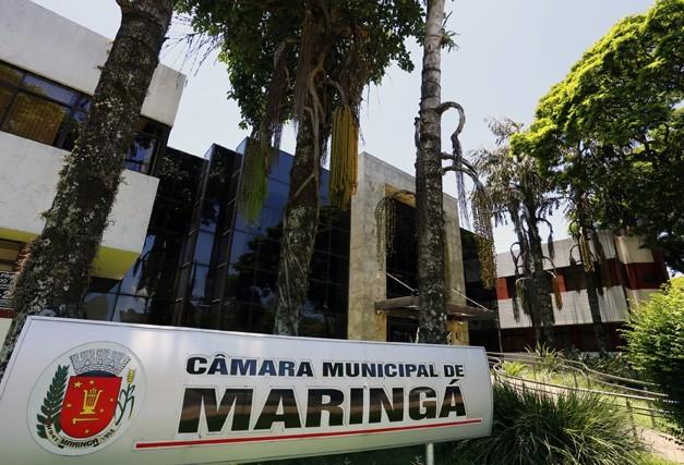 Grades de ferro  vão cercar prédio da Câmara de Maringá