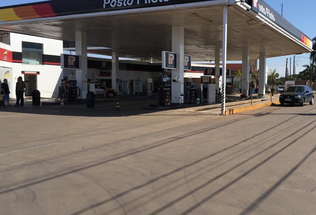 Posto recebe combustível em Maringá, mas não é para abastecer veículos da população em geral