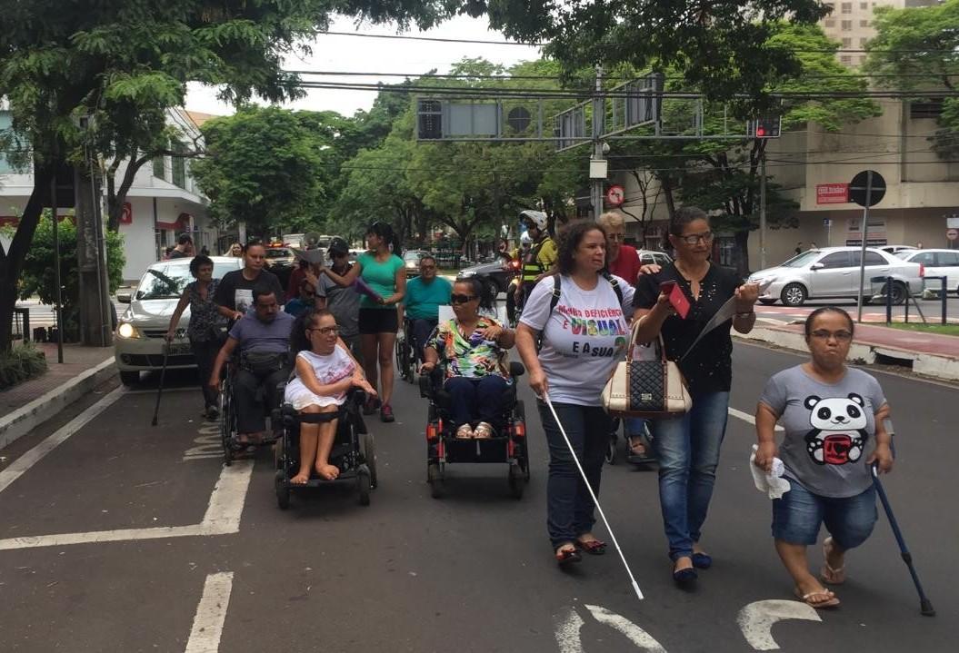 Passeata marca o Dia Internacional da Pessoa com Deficiência