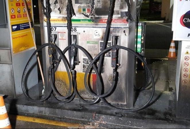 Dupla suspeita de ter colocado fogo em posto de combustíveis  é presa