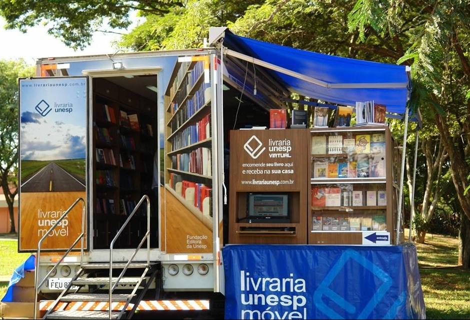 Livraria Móvel da Unesp vem a Maringá