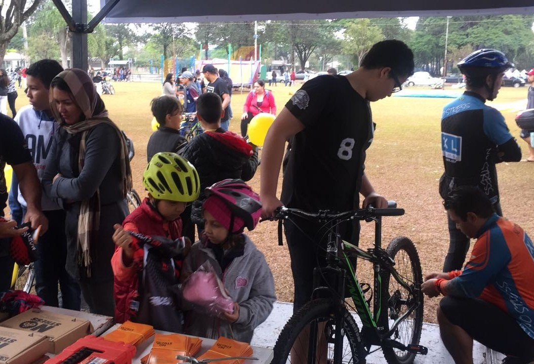 Mesmo com chuva, passeio ciclístico acontece em Maringá