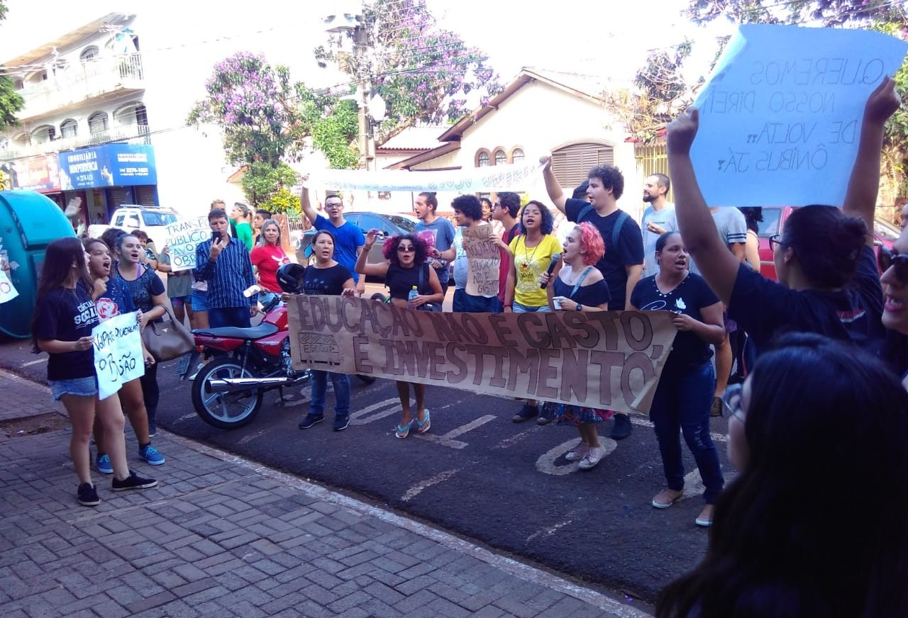 Estudantes protestam em Sarandi