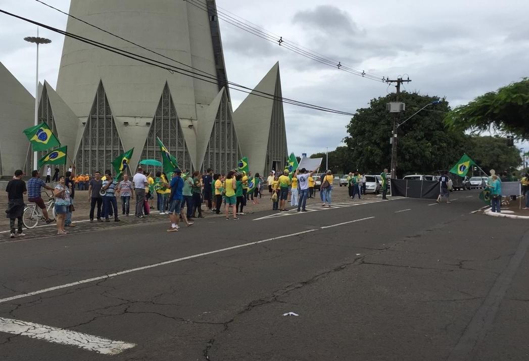 Manifestantes querem que STF ratifique a prisão em segunda instância
