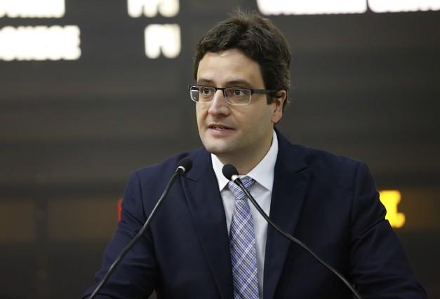 Vereador levanta suspeita sobre gastos com manutenção de veículos da prefeitura