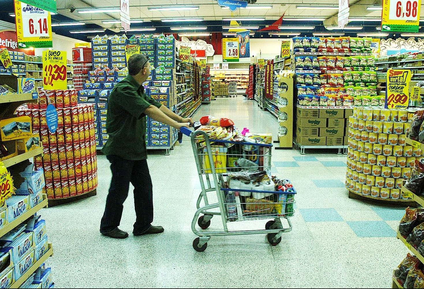 Audiência pública debate abertura de supermercados aos domingos