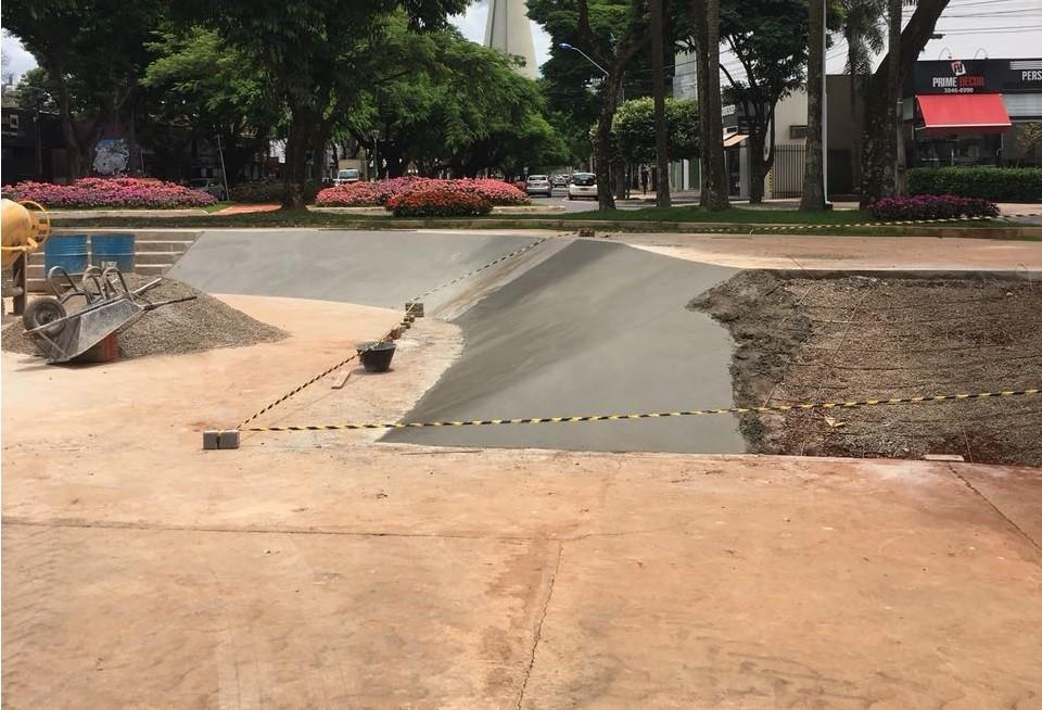 Praça de patinação da Avenida Cerro Azul é revitalizada