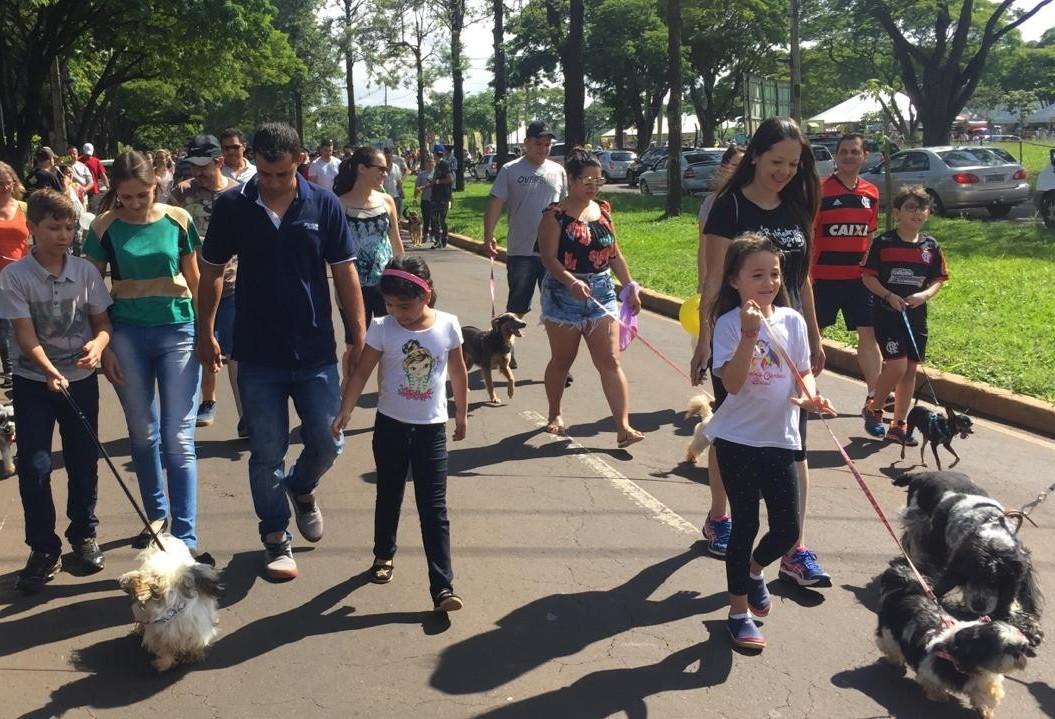 Evento reúne família, bichinhos e diversos serviços de saúde animal