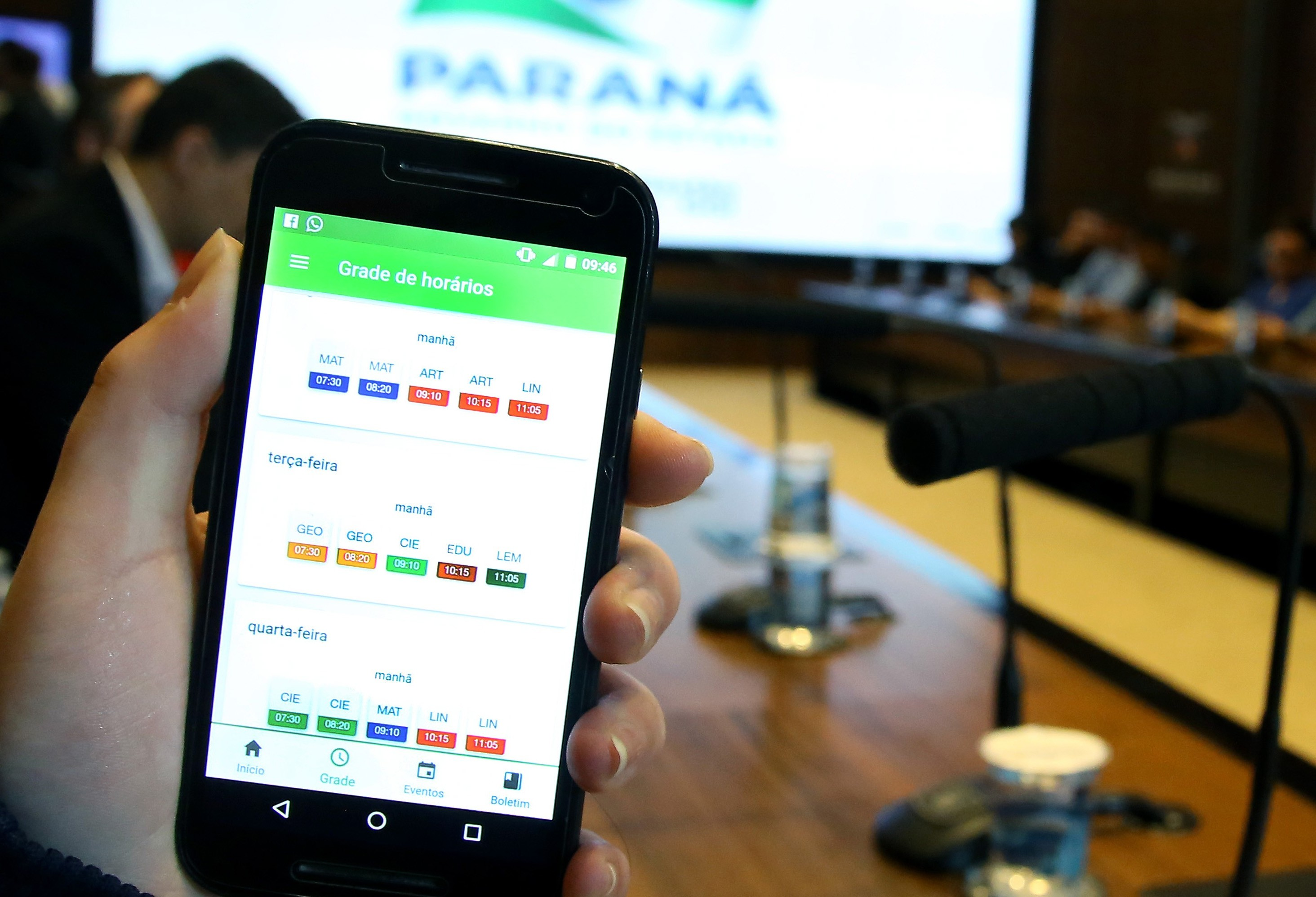Núcleo Regional de Educação chama pais e alunos para acessar aplicativo Escola Paraná