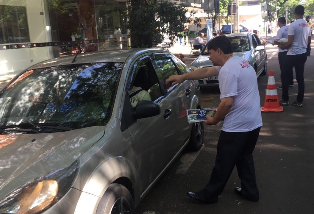 Ação marca dia em memória às vítimas de trânsito em Maringá