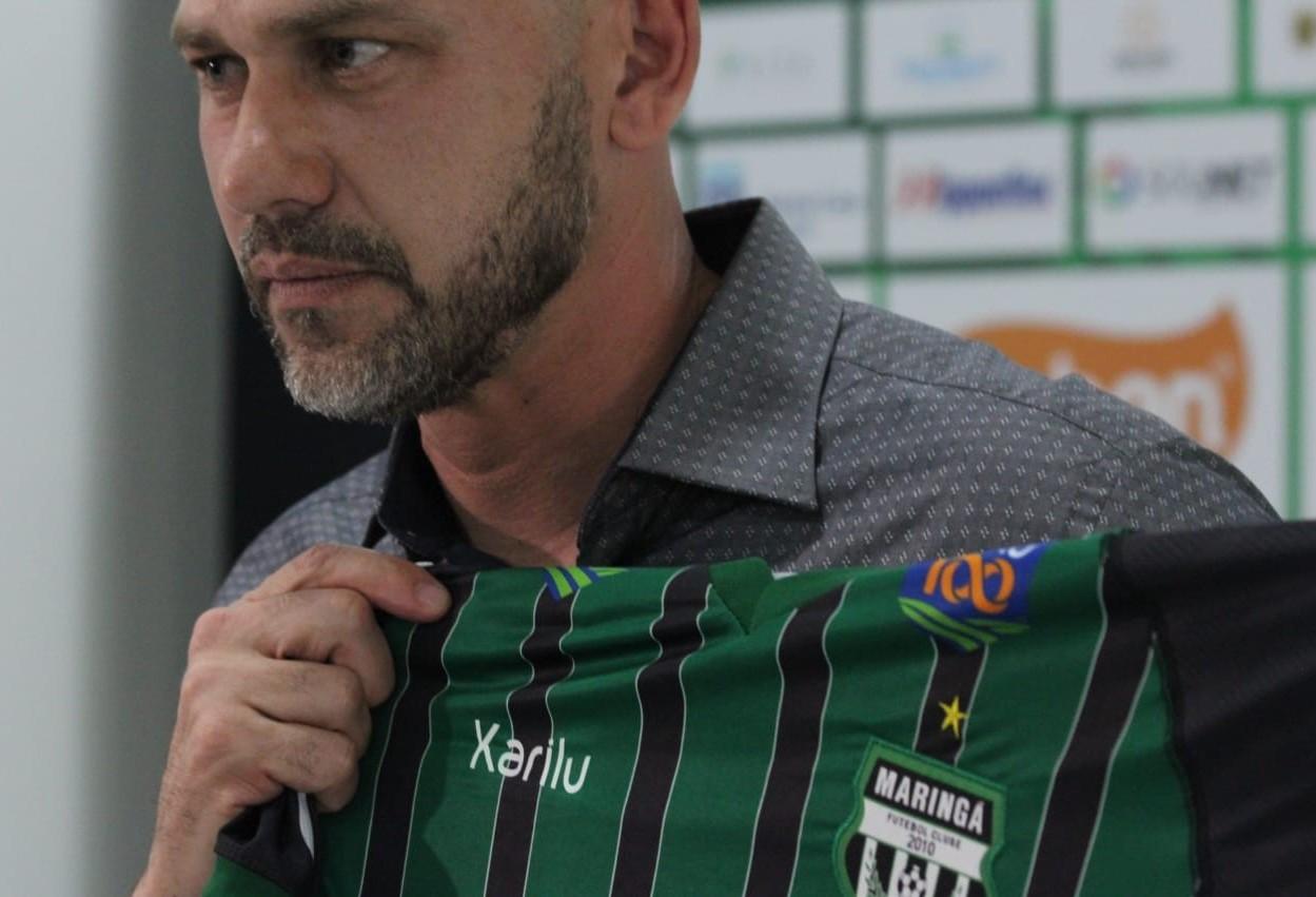 Novo treinador do Maringá FC é apresentado ao time