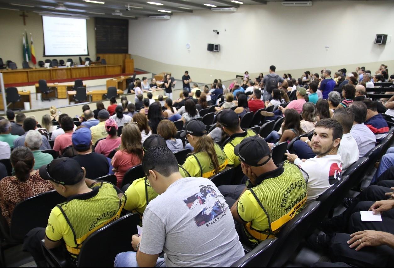 Servidores aceitam parcialmente proposta da prefeitura de Maringá