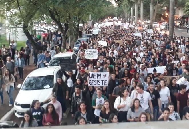 Manifestantes organizam novo protesto em apoio à educação