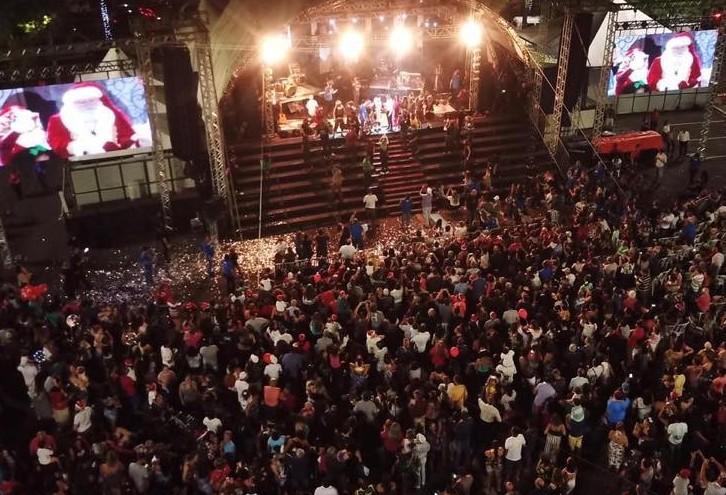 Abertura do natal reúne milhares em Maringá