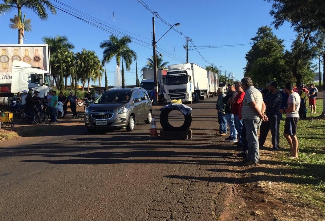 Em Maringá protesto de caminhoneiros ocorre na Avenida Morangueira