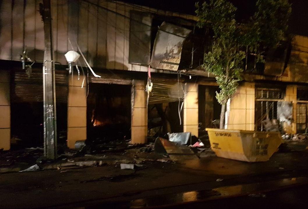 Incêndio destrói loja de móveis