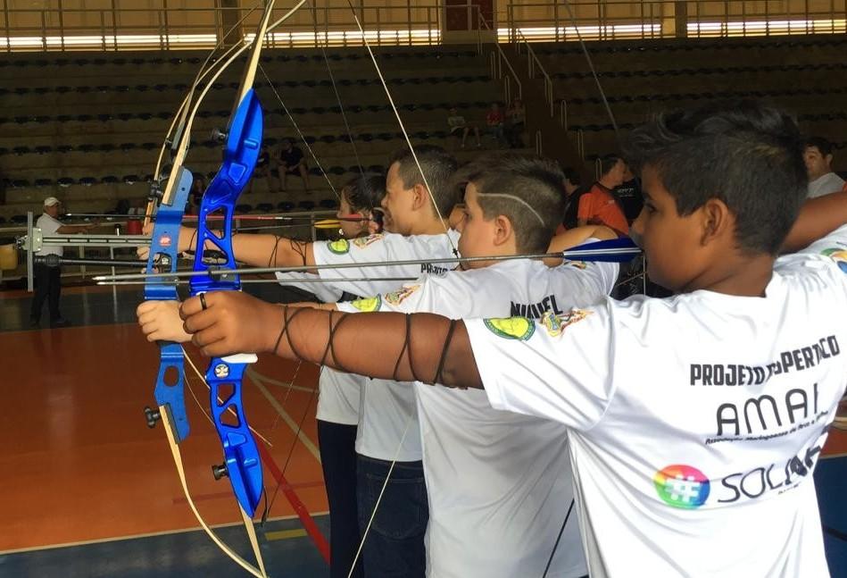 Maringá é sede de campeonato de tiro com arco