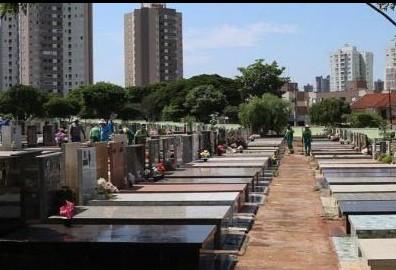 Passeio noturno no cemitério é realizado em Maringá