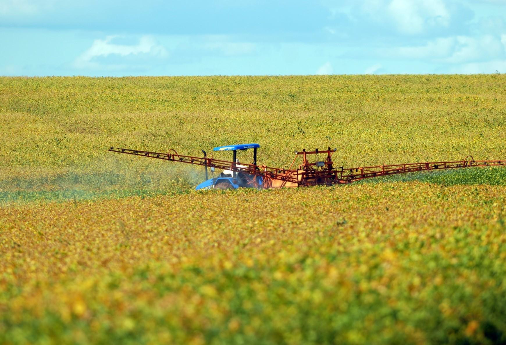 Aumento do uso do agrotóxico é tema de evento em Maringá
