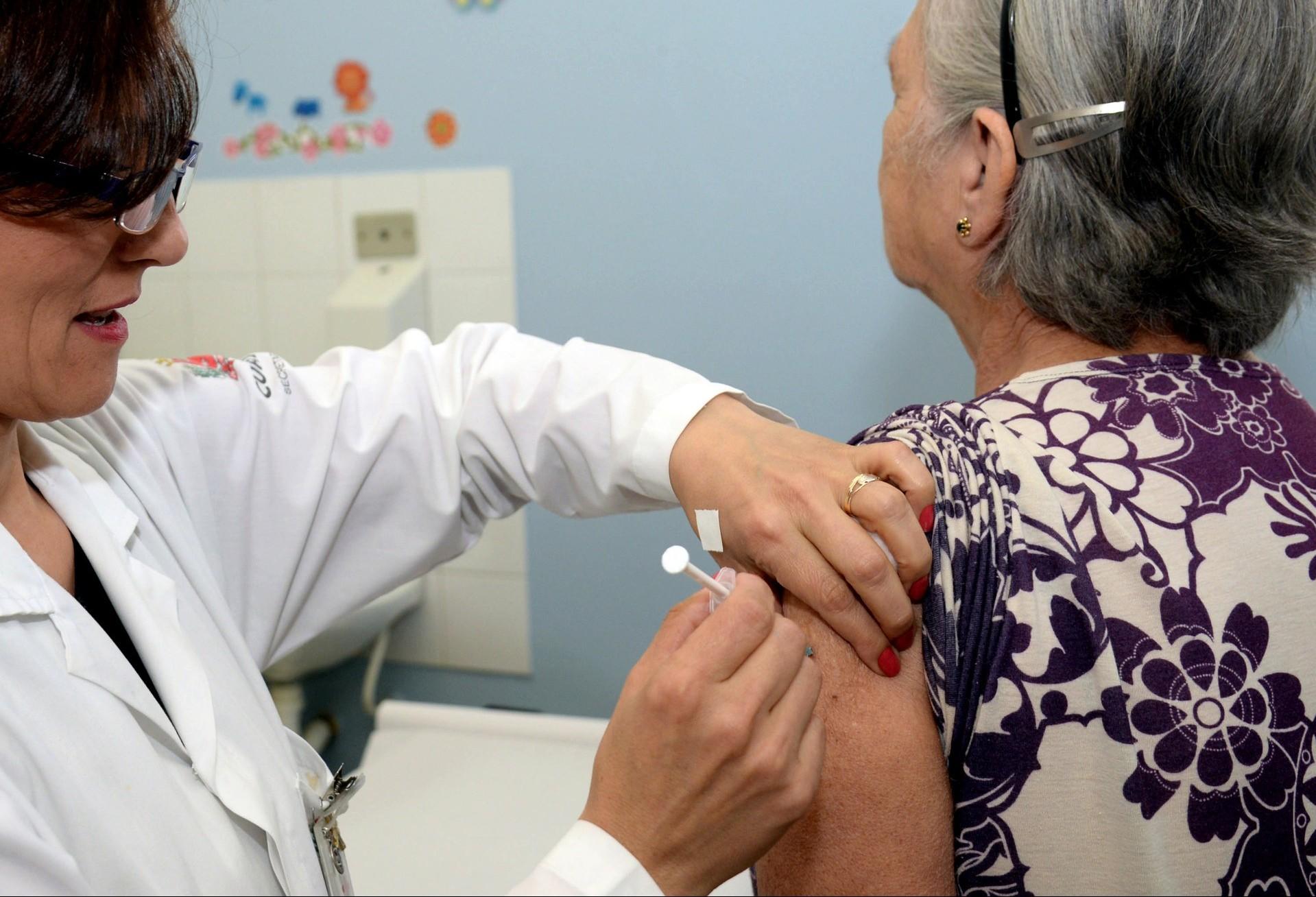 Maringá deve liberar 6 mil doses da vacina a partir de segunda-feira (3)