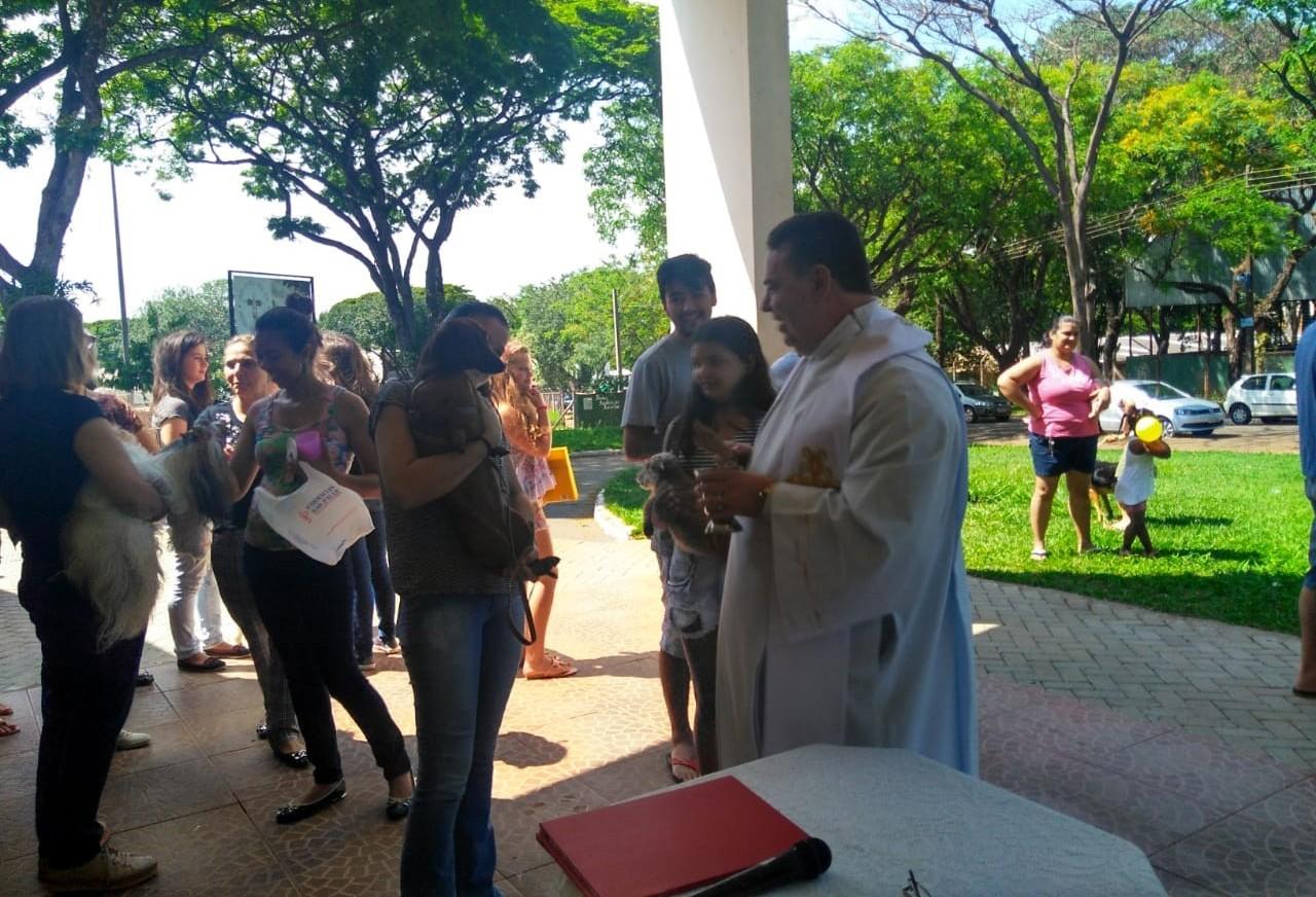 Animais recebem benção em Maringá em comemoração ao Dia de São Francisco de Assis