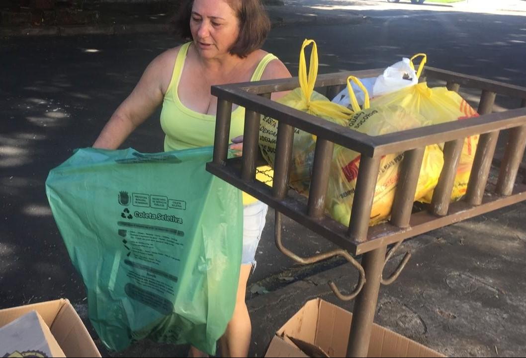 População está desperdiçando sacos da coleta e qualidade de materiais precisa melhorar